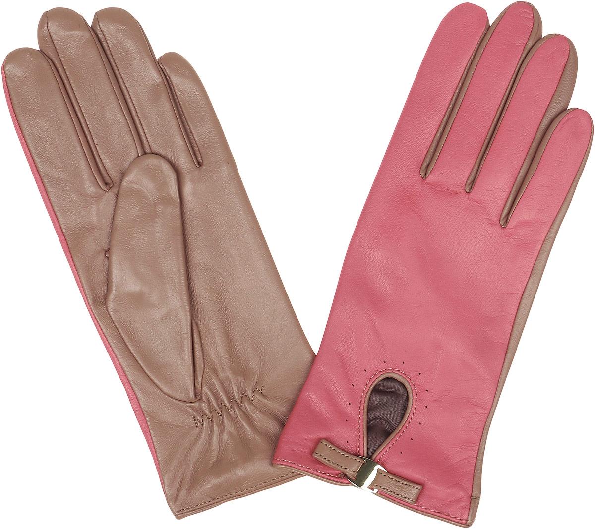 Перчатки женские Fabretti, цвет: коралловый, бежевый. 12.23-21s. Размер 712.23-21s coralСтильные женские перчатки Fabretti не только защитят ваши руки, но и станут великолепным украшением. Перчатки выполнены из натуральной кожи ягненка, а их подкладка - из высококачественного шелка.Модель дополнена небольшой прорезью, оформленной металлической пластиной и кожаным хлястиком. Строчки-стежки на запястье придают перчаткам динамичное настроение. Стильный аксессуар для повседневного образа.