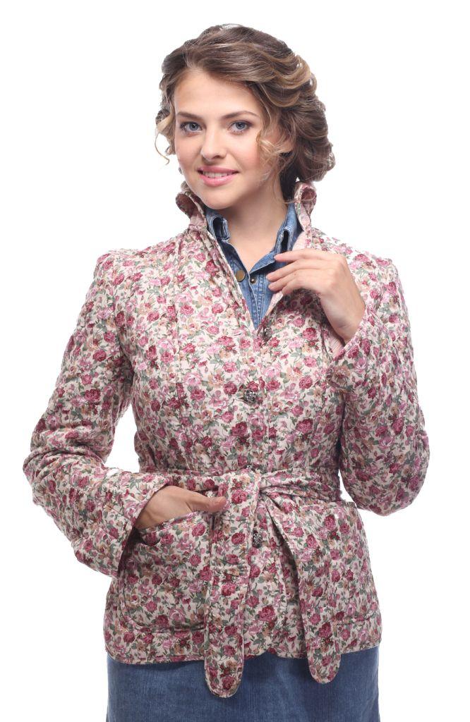 Куртка женская Holty Зипун, цвет: розовый. 020517-0022. Размер XL (52)020517-0022Стильная женская куртка Holty Зипун, изготовленная из натурального хлопка, оформлена цветочным принтом. В качестве наполнителя используется полиэстер и хлопок.Куртка с отложным воротником застегивается на пуговицы. Спереди имеются два накладных кармана. Модель дополнена текстильным ремешком.