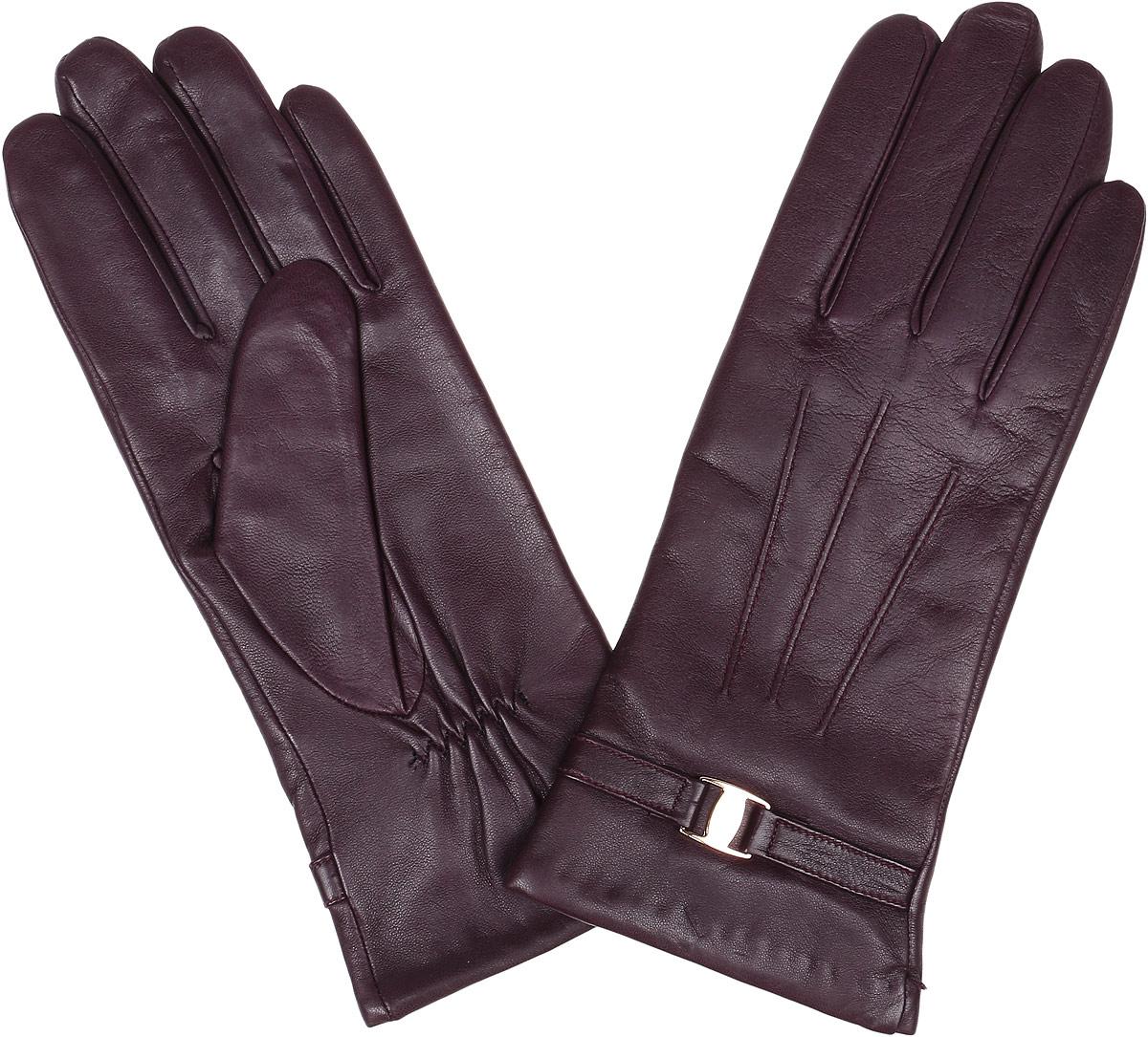 Перчатки женские Fabretti, цвет: бордовый. 2.39-8. Размер 6,52.39-8 bordoЭлегантные женские перчатки Fabretti станут великолепным дополнением вашего образа и защитят ваши руки от холода и ветра во время прогулок. Перчатки выполнены из натуральной кожи ягненка. Модель декорирована стильным ремешком с металлической вставкой. Такие перчатки будут оригинальным завершающим штрихом в создании современного модного образа, они подчеркнут ваш изысканный вкус и станут незаменимым и практичным аксессуаром.