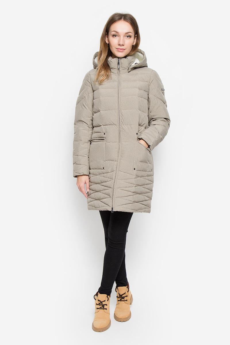 Пальто женское Finn Flare, цвет: светло-коричневый. W16-12011_602. Размер L (48)W16-12011_602Женское пальто Finn Flare изготовлено из полиэстера с утеплителем из пуха и пера. Пуховик с воротником-стойкой и съемным капюшоном застегивается на пластиковую молнию с внутренней ветрозащитной планкой. Капюшон с меховой подкладкой пристегивается к пальто с помощью кнопок. По краю он дополнен эластичным шнурком со стопперами. На рукавах предусмотрены трикотажные манжеты. Спереди расположены два прорезных кармана на молниях, декорированные металлическими клепками. На рукаве изделие украшено фирменной металлической пластиной.