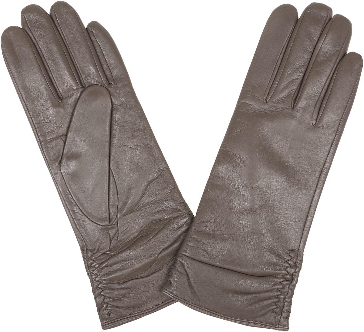 Перчатки женские Fabretti, цвет: какао. 12.25-10. Размер 6,512.25-10 taupeСтильные женские перчатки Fabretti не только защитят ваши руки, но и станут великолепным украшением. Перчатки выполнены из натуральной кожи ягненка, а их подкладка - из высококачественной шерсти с добавлением кашемира.Модель оформлена оригинальными строчками-стежками, которые дополнены эластичной резинкой. Стильный аксессуар для повседневного образа.