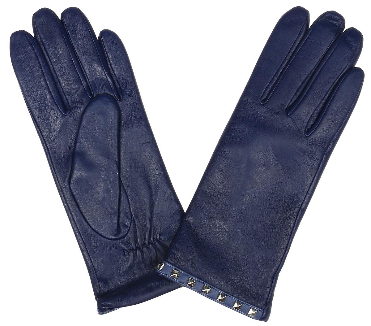 Перчатки женские Fabretti, цвет: синий. 12.24-11. Размер 6,512.24-11 blueЭлегантные женские перчатки Fabretti станут великолепным дополнением вашего образа и защитят ваши руки от холода и ветра во время прогулок. Перчатки выполнены из натуральной кожи ягненка. Модель декорирована стильными металлическими заклепками. Такие перчатки будут оригинальным завершающим штрихом в создании современного модного образа, они подчеркнут ваш изысканный вкус и станут незаменимым и практичным аксессуаром.