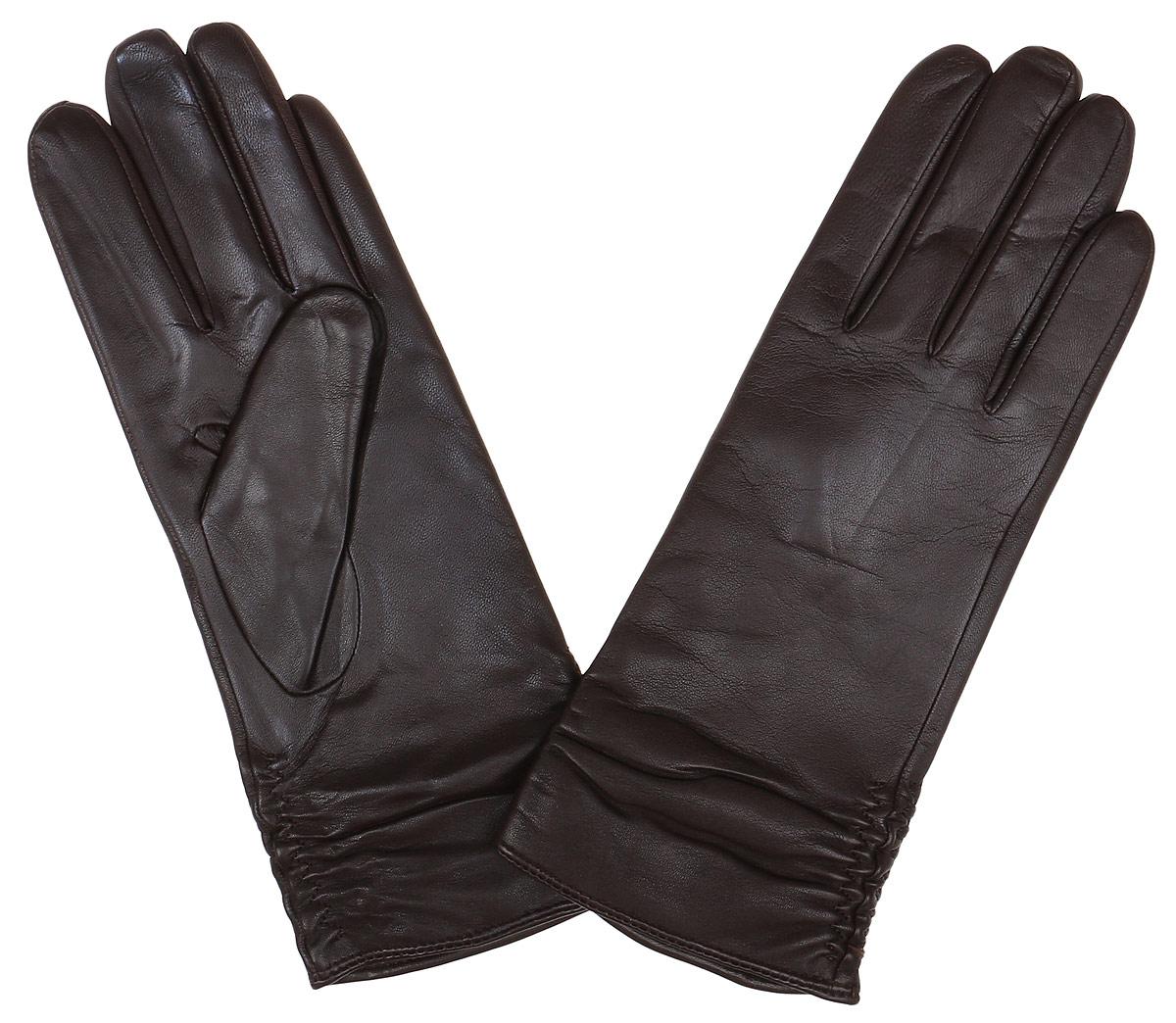 Перчатки женские Fabretti, цвет: шоколадный. 12.25-2. Размер 812.25-2 chocolateСтильные женские перчатки Fabretti не только защитят ваши руки, но и станут великолепным украшением. Перчатки выполнены из натуральной кожи ягненка, а их подкладка - из высококачественной шерсти с добавлением кашемира.Модель оформлена оригинальными строчками-стежками, которые дополнены эластичной резинкой. Стильный аксессуар для повседневного образа.