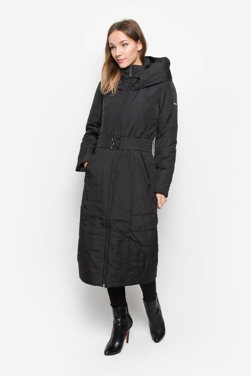 Пальто женское Finn Flare, цвет: черный. W16-12000_200. Размер M (46)W16-12000_200Женское пальто Finn Flare выполнено из полиэстера. В качестве утеплителя используется полиэстер. Модель с несъемный капюшоном застегивается на пластиковую молнию с внутренней ветрозащитной планкой. Пальто дополнено на талии эластичным поясом с пряжкой. Спереди расположены два прорезных кармана на молниях. Пальто украшено фирменной металлической пластиной.