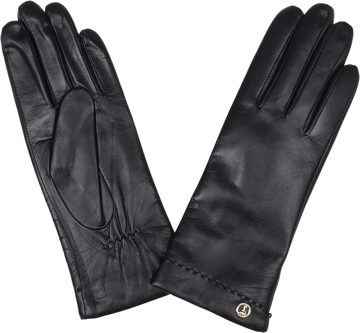 Перчатки женские Fabretti, цвет: черный. 12.9-12. Размер 6,512.9-12_navyЭлегантные женские перчатки Fabretti станут великолепным дополнением вашего образа и защитят ваши руки от холода и ветра во время прогулок. Перчатки выполнены из натуральной кожи ягненка. Модель декорирована стильной металлической пластиной с названием бренда. Такие перчатки будут оригинальным завершающим штрихом в создании современного модного образа, они подчеркнут ваш изысканный вкус и станут незаменимым и практичным аксессуаром.