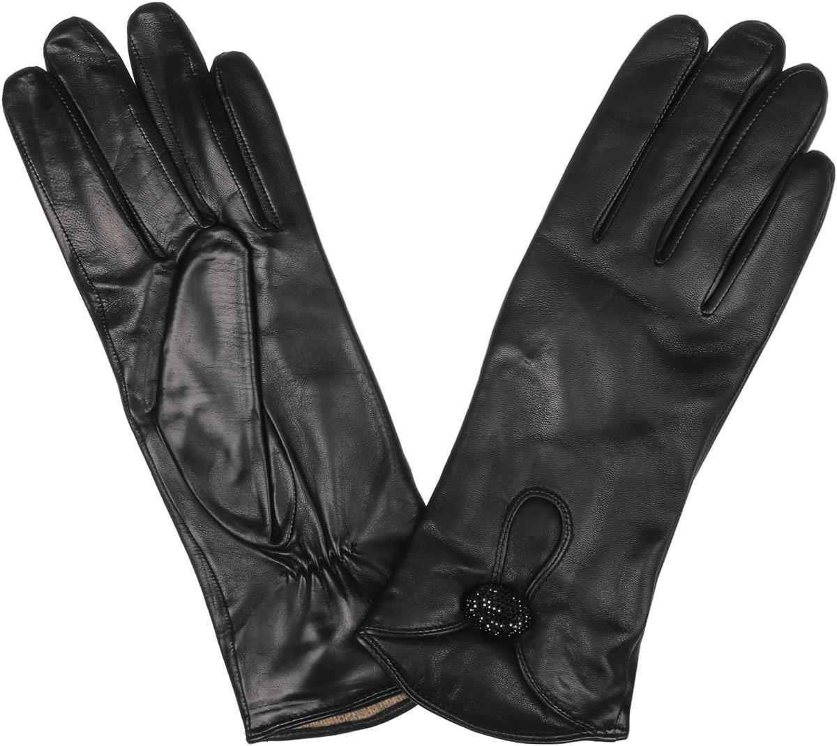 Перчатки женские Fabretti, цвет: черный. 2.9-1. Размер 6,52.9-1 blackСтильные женские перчатки Fabretti не только защитят ваши руки, но и станут великолепным украшением. Перчатки выполнены из натуральной кожи ягненка, а их подкладка - из высококачественной шерсти с добавлением кашемира.Модель оформлена пуговичкой с блестящими стразами. Перчатки имеют строчки -стежки на запястье, которые придают большее удобство при носке.Стильный аксессуар для повседневного образа.