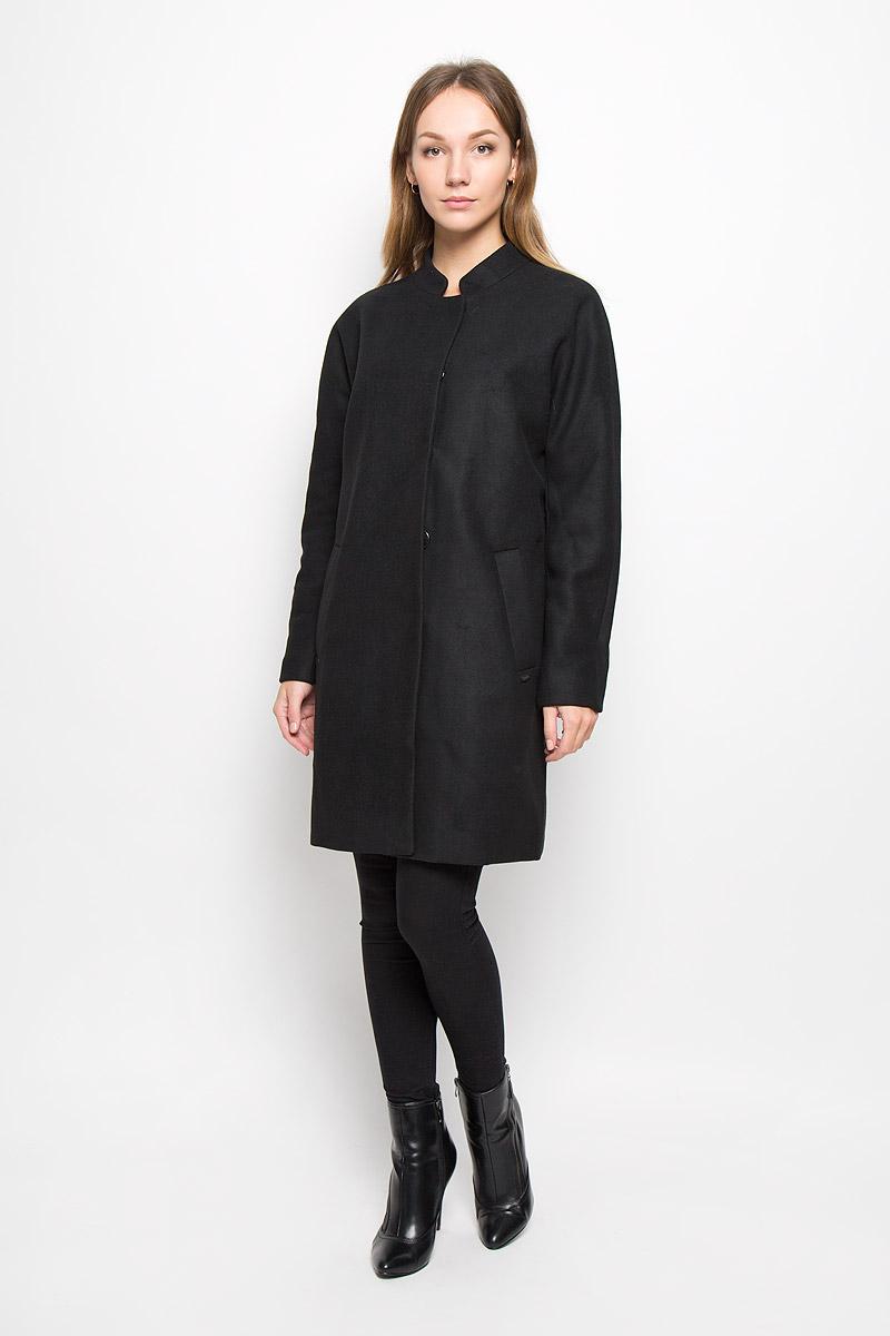 Пальто женское Tom Tailor Denim, цвет: черный. 3820962.00.71_2999. Размер M (46)3820962.00.71_2999Стильное женское пальто Tom Tailor Denim выполнено из полиэстера с добавлением шерсти. Подкладка изготовлена из гладкой ткани. Модель с воротником-стойкой и длинными рукавами застегивается на кнопки. Спереди расположены два втачных кармана. Пальто украшено фирменной пластиной.