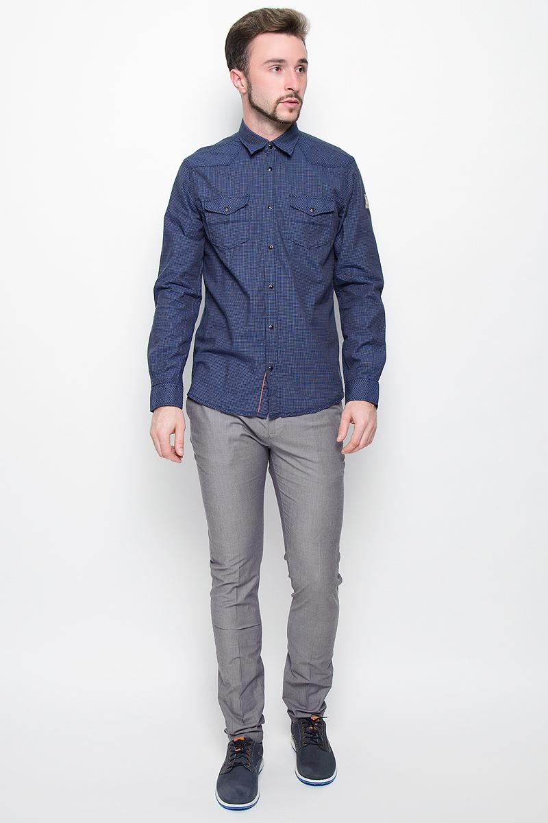 Рубашка мужская Tom Tailor, цвет: темно-синий. 2032272.00.10_6845. Размер L (50)2032272.00.10_6845Стильная мужская рубашка Tom Tailor, выполненная из натурального хлопка, обладает высокой теплопроводностью и воздухопроницаемостью. Модель с длинными рукавами, отложным воротником и полукруглым низом застегивается на металлические кнопки. Манжеты также застегиваются на кнопки. Спереди рубашка дополнена двумя накладными карманами с клапанами на кнопках. Изделие выполнено стильным принтом в мелкую клетку.