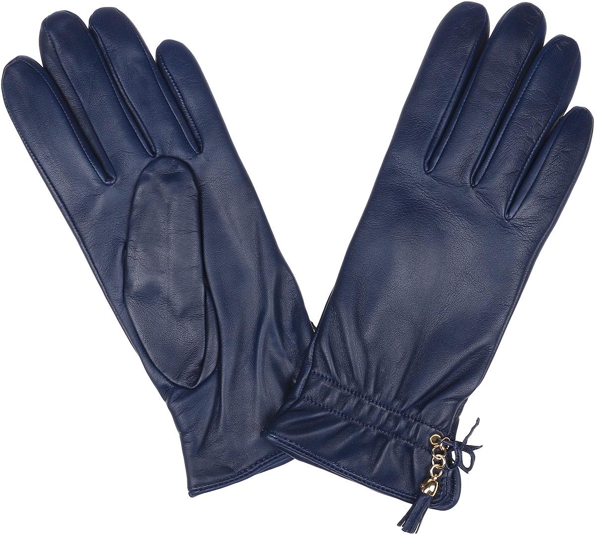 Перчатки женские Fabretti, цвет: темно-синий. 12.37-11. Размер 7,512.37-11 blueЭлегантные женские перчатки Fabretti станут великолепным дополнением вашего образа и защитят ваши руки от холода и ветра во время прогулок. Перчатки выполнены из натуральной кожи ягненка, подкладка - из шерсти и кашемира. Модель декорирована оригинальным бантиком и кожаной кисточкой. Такие перчатки будут оригинальным завершающим штрихом в создании современного модного образа, они подчеркнут ваш изысканный вкус и станут незаменимым и практичным аксессуаром.