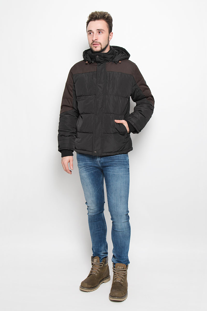 Куртка мужская Baon, цвет: темно-коричневый, черный. B536540. Размер L (50)B536540_MINKСтильная мужская куртка Baon изготовлена из высококачественного полиэстера. В качестве утеплителя используется полиэстер.Куртка с воротником-стойкой и съемным капюшоном застегивается на застежку-молнию и дополнительно на ветрозащитный клапана с кнопками. Капюшон пристегивается к куртке с помощью застежки-молнии. Спереди имеются четыре прорезных кармана на застежках-молниях, с внутренней стороны - прорезной карман на застежке-молнии. Капюшон оснащен эластичными шнурками со стопперами. Манжеты рукавов дополнены трикотажными напульсниками и хлястиками с липучками. Нижняя часть модели регулируется с помощью эластичного шнурка со стоппером.