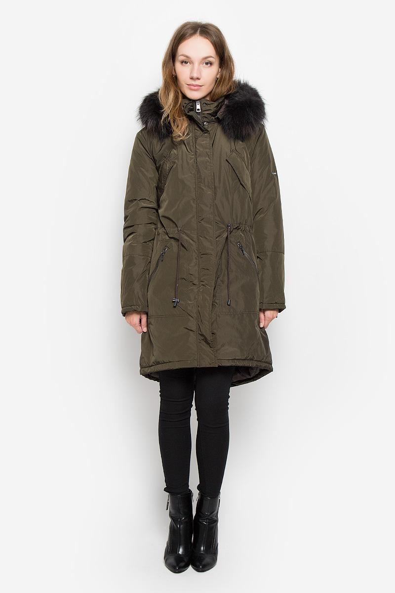 Пальто женское Baon, цвет: темно-зеленый. B036533. Размер S (44)B036533_DARK OLIVEЖенское пальто Baon с длинными рукавами, воротником-стойкой и съемным капюшоном на молнии выполнена из прочного полиэстера. Наполнитель - натуральный пух. Капюшон украшен съемным натуральным мехом на пуговицах.Пальто застегивается на застежку-молнию спереди и имеет ветрозащитный клапан на кнопках. Изделие дополнено двумя втачными карманами на молниях спереди и двумя втачными нагрудными карманами с клапанами на кнопках, манжеты рукавов оснащены застежками-молниями. Объем талии регулируется при помощи шнурка-кулиски со стопперами.