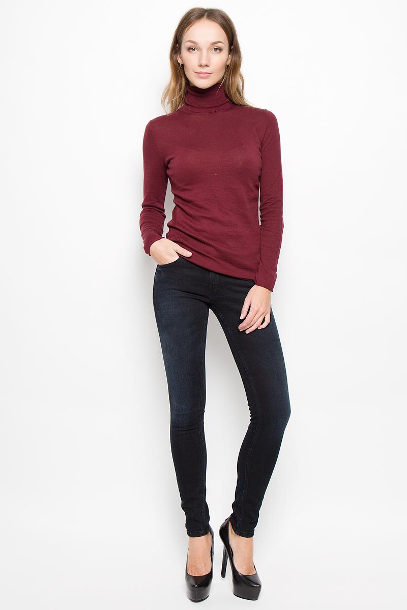 Джинсы женские Calvin Klein Jeans, цвет: темно-синий. J20J200961. Размер 30 (46/48)SKL2067BIЖенские джинсы Calvin Klein Jeans выполнены из эластичного хлопка. Модель-скинни застегивается спереди на пуговицу и имеет ширинку с застежкой-молнией. Спереди изделие дополнено двумя втачными карманами и одним маленьким накладным, сзади - двумя накладными карманами. Джинсы оформлены легким эффектом потертости.