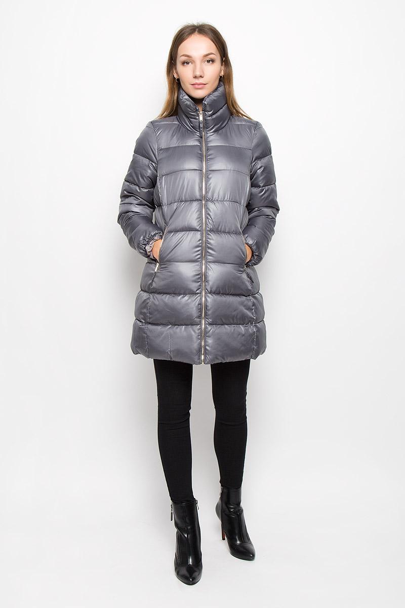 Пальто женское Baon, цвет: серый. B036568. Размер M (46)B036568_GREYЖенское пальто Baon с рукавами длинными рукавами и воротником-стойкой выполнено из полиэстера. Наполнитель - синтепон.Пальто застегивается на застежку-молнию спереди. Изделие дополнено двумя втачными карманами на застежках-молниях спереди.