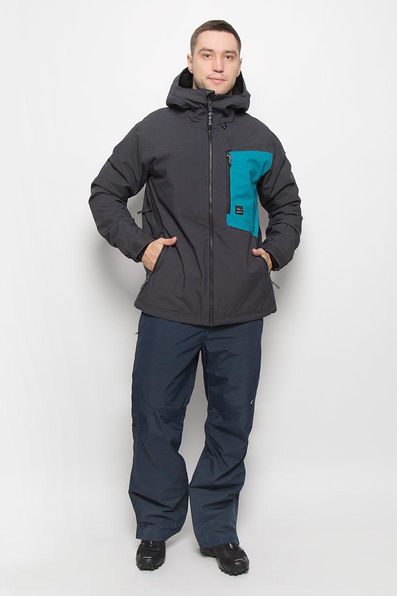 Куртка для сноуборда мужская ONeill Pm Cue, цвет: темно-серый, голубой. 650024-8015. Размер XL (52)650024-8015Мужская куртка для сноуборда ONeill Pm Cue выполнена из полиэстера с подкладкой из синтепона.Модель с длинными рукавами и несъемным капюшоном застегивается на застежку-молнию спереди. Изделие дополнено тремя втачными карманами на застежках-молниях, внутренним втачным карманом на кнопке и накладным карманом-сеткой, а также небольшим втачным кармашком на рукаве. Рукава дополнены эластичными резинками на манжетах, а также хлястиками с липучками, которые позволяют регулировать обхват манжет. По бокам куртки, от линии талии до середины рукавов, расположены вентиляционные отверстия с сетчатыми вставками, закрывающиеся на застежки-молнии. Куртка оснащена внутренней противоснежной вставкой на кнопках. Низ куртки дополнен шнурком-кулиской. Водонепроницаемость: 10 000 мм. Паронепроницаемость: 10 000 гр/м/, 24ч.