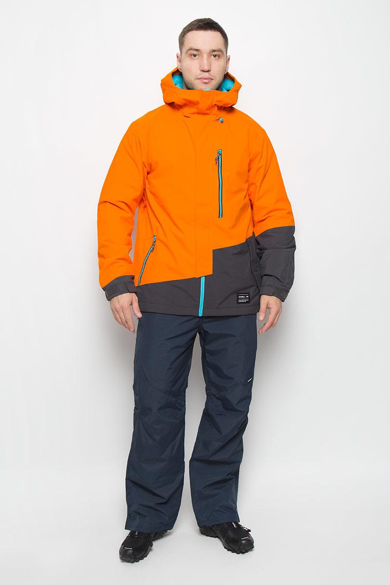 Куртка для сноуборда мужская ONeill Pm Suburbs, цвет: оранжевый. 650028-2530. Размер M (48)650028-2530Мужская куртка для сноуборда ONeill Pm Suburbs выполнена из полиэстера с подкладкой из синтепона.Модель с длинными рукавами и несъемным капюшоном застегивается на застежку-молнию спереди и имеет ветрозащитный клапан на липучках. Изделие дополнено двумя втачными карманами на застежках-молниях с клапанами на липучках, втачным карманом на застежке-молнии на груди, внутренним втачным карманом на кнопке и накладным карманом-сеткой. Рукава дополнены эластичными резинками на манжетах, а также дополнены липучками, которые позволяют регулировать обхват манжет. По бокам куртки, от линии талии до середины рукавов, расположены вентиляционные отверстия с сетчатыми вставками, закрывающиеся на застежки-молнии. Куртка оснащена противоснежной вставкой на кнопках. Объем капюшона регулируется при помощи шнурка-кулиски. По низу куртка также дополнена шнурком-кулиской.Водонепроницаемость: 10 000 мм. Паронепроницаемость: 10 000 гр/м/24ч.