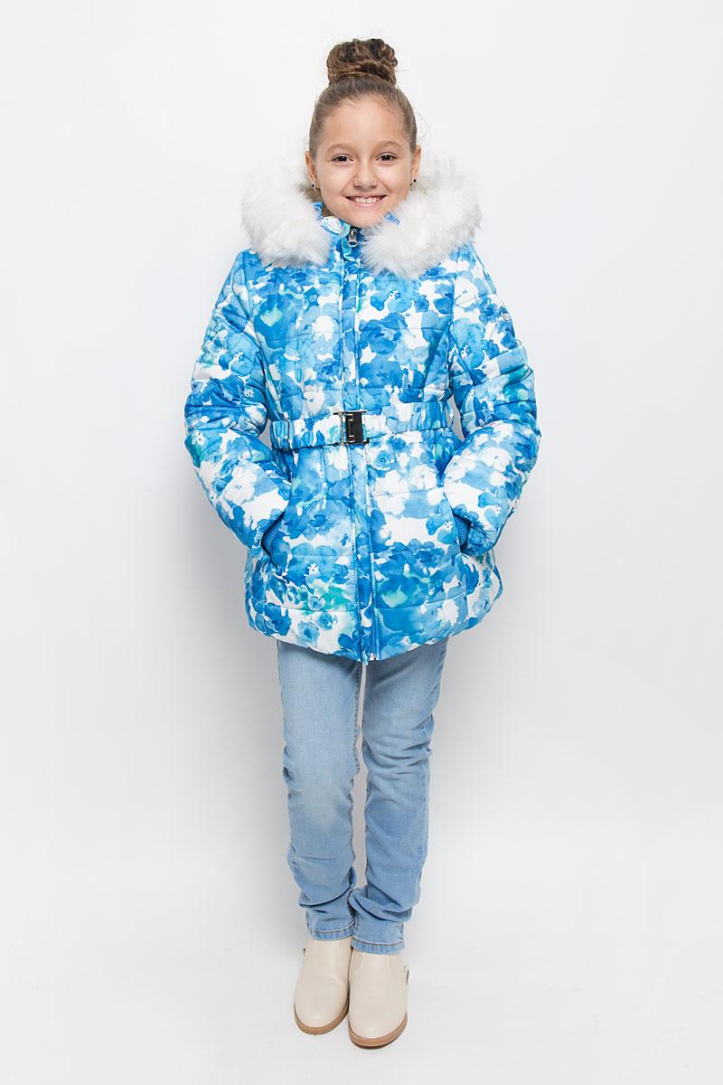 Куртка для девочки Boom!, цвет: синий, белый. 64354_BOG_вар.2. Размер 104, 3-4 года64354_BOG_вар.2Куртка для девочки Boom!, изготовленная из полиэстера, станет стильным дополнением к детскому гардеробу. Материал приятный на ощупь, позволяет коже дышать, легко стирается, быстро сушится. Подкладка выполнена из полиэстера с флисовыми вставками. В качестве утеплителя используется синтепон (400 г/м2). Модель с капюшоном и длинными рукавами застегивается на пластиковую застежку-молнию с защитой подбородка и дополнительно имеет внутреннюю ветрозащитную планку. Капюшон регулируется при помощи эластичной резинки с стопперами и дополнен искусственным мехом, который отстегивается при помощи молнии. По бокам расположены два прорезных кармана. На талии модель дополнена шлевками для ремня и эластичным поясом.Рукава дополнены трикотажными манжетами. Красивый цвет, модный силуэт обеспечивают куртке прекрасный внешний вид!Теплая, удобная и практичная куртка идеально подойдет юной моднице для прогулок!
