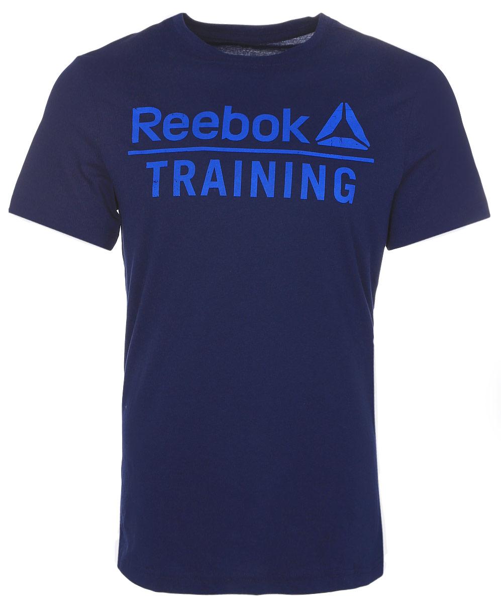 Футболка для фитнеса мужская Reebok Training Tee, цвет: темно-синий. AY1055. Размер L (52/54)AY1055Мужская футболка Training Tee от Reebok идеально подойдет для занятий фитнесом. Модель, изготовленная из натурального хлопка, очень мягкая, тактильно приятная, не сковывает движения и позволяет коже дышать.Футболка-слим с круглым вырезом горловины и короткими рукавами оформлена фирменными надписями.