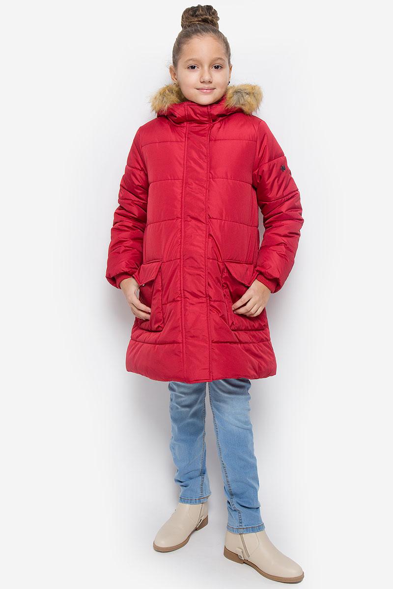 Пальто для девочки Button Blue, цвет: красный. 216BBGC45021600. Размер 98, 3 года216BBGC45021600Пальто для девочки Button Blue c несъемным капюшоном и длинными рукавами выполнено из прочного полиэстера.Внутри расположена вставка из мягкого флиса. Наполнитель - искусственный пух. Капюшон украшен съемным искусственныммехом на застежке-молнии.Модель застегивается на застежку-молнию спереди и имеет ветрозащитный клапан на кнопках. Объем капюшонарегулируется при помощи шнурка-кулиски со стопперами. Изделие дополнено двумя накладными карманами склапанами на кнопках. Рукава оснащены внутренними трикотажными манжетами. Низ куртки оснащен шнурком-кулиской со стопперами. Пальто оформлено стеганым узором.