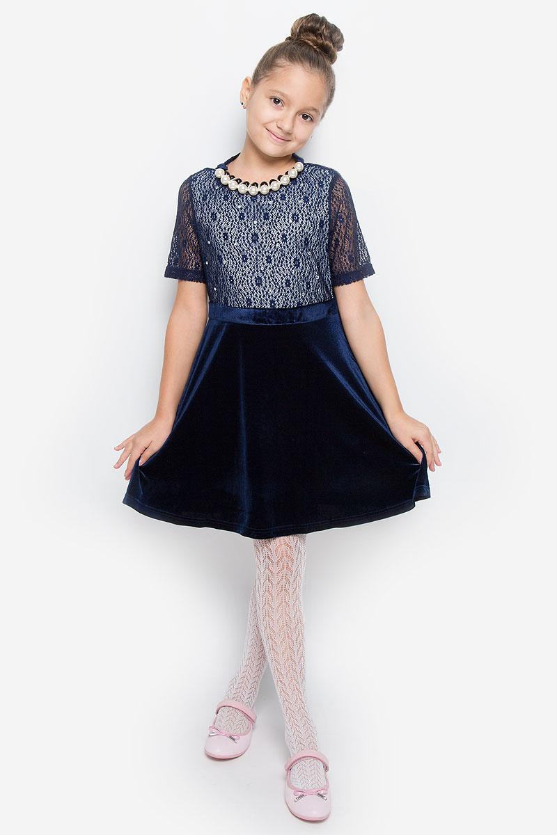 Платье для девочки Nota Bene, цвет: темно-синий. ND6508-29. Размер 146ND6508-29Очаровательное платье для девочки Nota Bene идеально подойдет вашей малышке. Платье выполнено из эластичного полиэстера, оно необычайно мягкое и эластичное, не сковывает движения малышки, великолепно отводит влагу от тела и не раздражает даже самую нежную и чувствительную кожу ребенка, обеспечивая наибольший комфорт. Платье-миди с короткими рукавами и круглым вырезом горловины застегивается на застежку-молнию на спинке. Изделие оформлено блестящими стразами и ажурной кружевной вставкой. В комплект также входят элегантные бусы с атласным бантом.Оригинальный современный дизайн и модная расцветка делают это платье модным и стильным предметом детского гардероба. В нем ваша малышка будет чувствовать себя уютно и комфортно и всегда будет в центре внимания!
