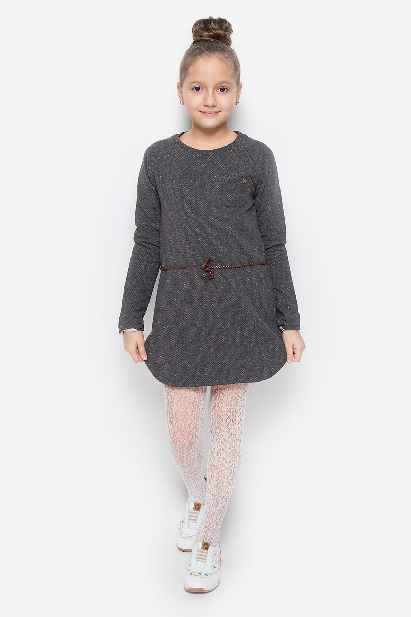 Платье для девочки Button Blue, цвет: темно-серый. 216BBGC50022311. Размер 146, 11 лет216BBGC50022311Очаровательное платье Button Blue идеально подойдет вашей дочурке. Платье выполнено из хлопка с добавлением эластана и люрекса. Подкладка выполнена из хлопка и вискозы с добавлением эластана. Платье необычайно мягкое и приятное на ощупь, не сковывает движения и позволяет коже дышать, не раздражает даже самую нежную и чувствительную кожу ребенка, обеспечивая наибольший комфорт. Платье-мини с длинными рукавами-реглан и круглым вырезом горловины дополнено на талии ремешком из полиуретана. На груди расположен накладной открытый кармашек.Оригинальный современный дизайн и расцветка делают это платье модным и стильным предметом детского гардероба. В нем ваша девочка будет чувствовать себя уютно и комфортно, и всегда будет в центре внимания!