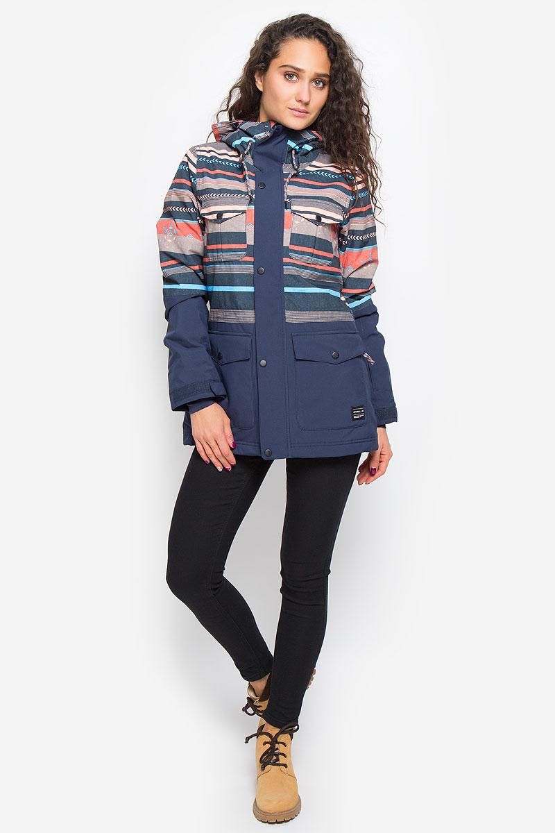 Куртка для сноуборда женская ONeill Pw Cluster Jacket, цвет: темно-синий, мультиколор. 655026-7514. Размер M (46)655026-7514Женская куртка для сноуборда ONeill Pw Cluster Jacket выполнена из полиэстера с подкладкой из синтепона.Модель с длинными рукавами и несъемным капюшоном застегивается на застежку-молнию спереди и имеет ветрозащитный клапан на кнопках. Изделие имеет спереди четыре накладных кармана с клапанами на кнопках, внутренним втачным карманом на молнии и накладным карманом-сеткой. Рукава дополнены хлястиками на липучках, которые позволяют регулировать обхват манжет. По бокам куртки, от линии талии до середины рукавов, расположены вентиляционные отверстия с сетчатыми вставками, закрывающиеся на застежки-молнии. Куртка оснащена противоснежной вставкой на кнопках. Объем капюшона регулируется при помощи шнурка-кулиски. По низу куртка также дополнена шнурком-кулиской. Оформлена куртка оригинальным абстрактным принтом.Водонепроницаемость: 10 000 мм. Паронепроницаемость: 10 000 гр/м/24ч.