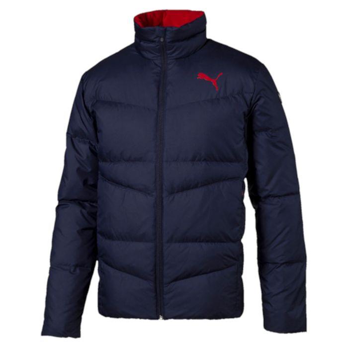 Куртка мужская Puma ESS Down Jacket, цвет: синий. 83864106. Размер L (50)838641_06Куртка Puma выполнена из стеганного текстиля. Модель декорирована логотипом PUMA, нанесенным методом глянцевой печати, а также силиконовой эмблемой PUMA. Среди других отличительных особенностей модели – воротник с подкладкой из флиса, надежно закрывающий спереди шею и подбородок и ветрозащитным клапаном, боковые карманы на молнии в швах с односторонней подкладкой из флиса, отделка изнутри эластичным материалом манжет и подола, петля для вешалки, внутренний карман для электронных устройств с клапаном, висячий ярлык с указанием состава наполнителя.