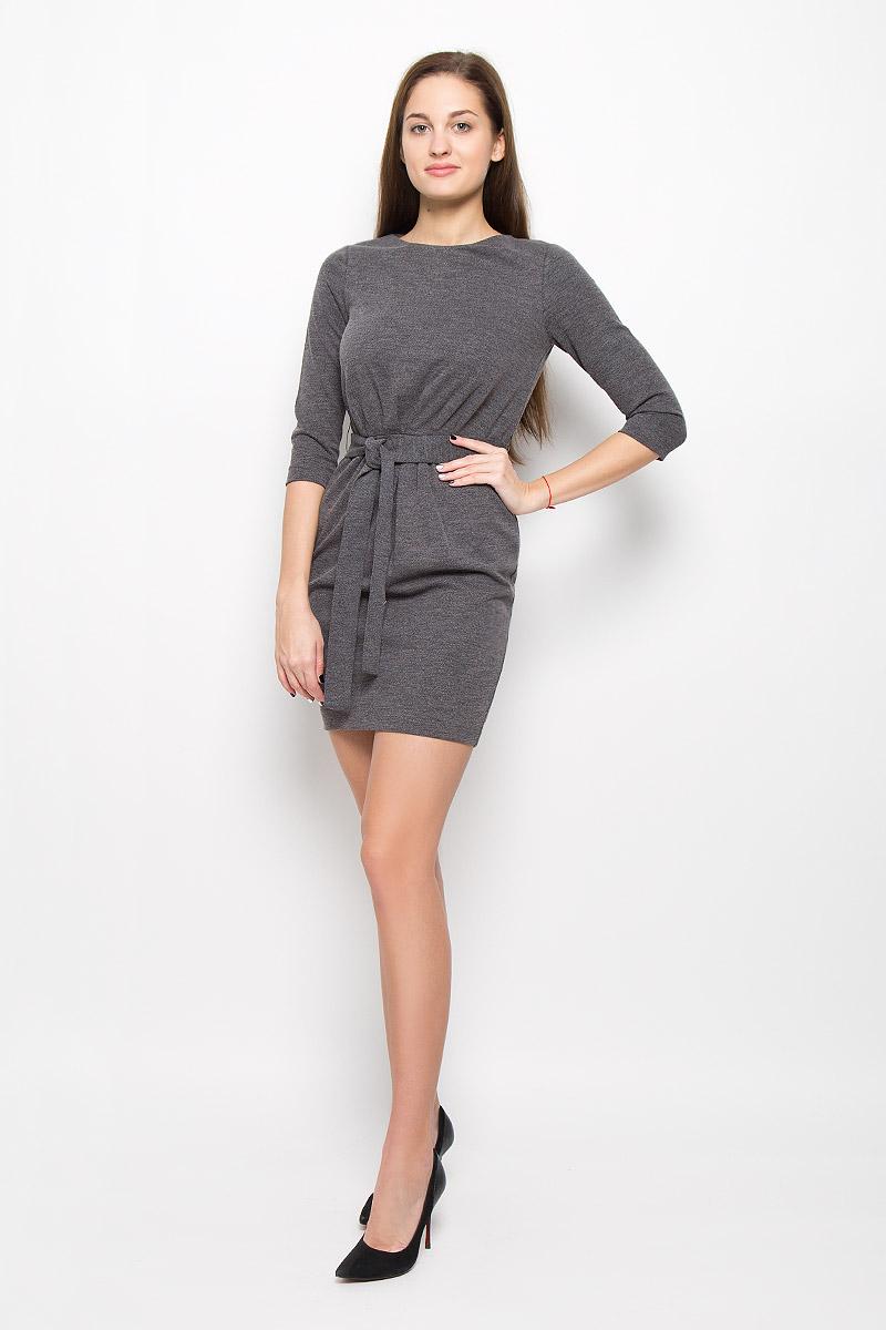 Платье Top Secret, цвет: темно-серый. SSU1688ST. Размер 38 (44)SSU1688STМодное платье Top Secret поможет создать отличный современный образ. Модель, изготовленная из вискозы и полиэстера с добавлением эластана, застегивается на застежку-молнию, расположенную на спинке. Платье-миди с круглым вырезом горловины и рукавами 3/4 дополнено на талии ремешком.