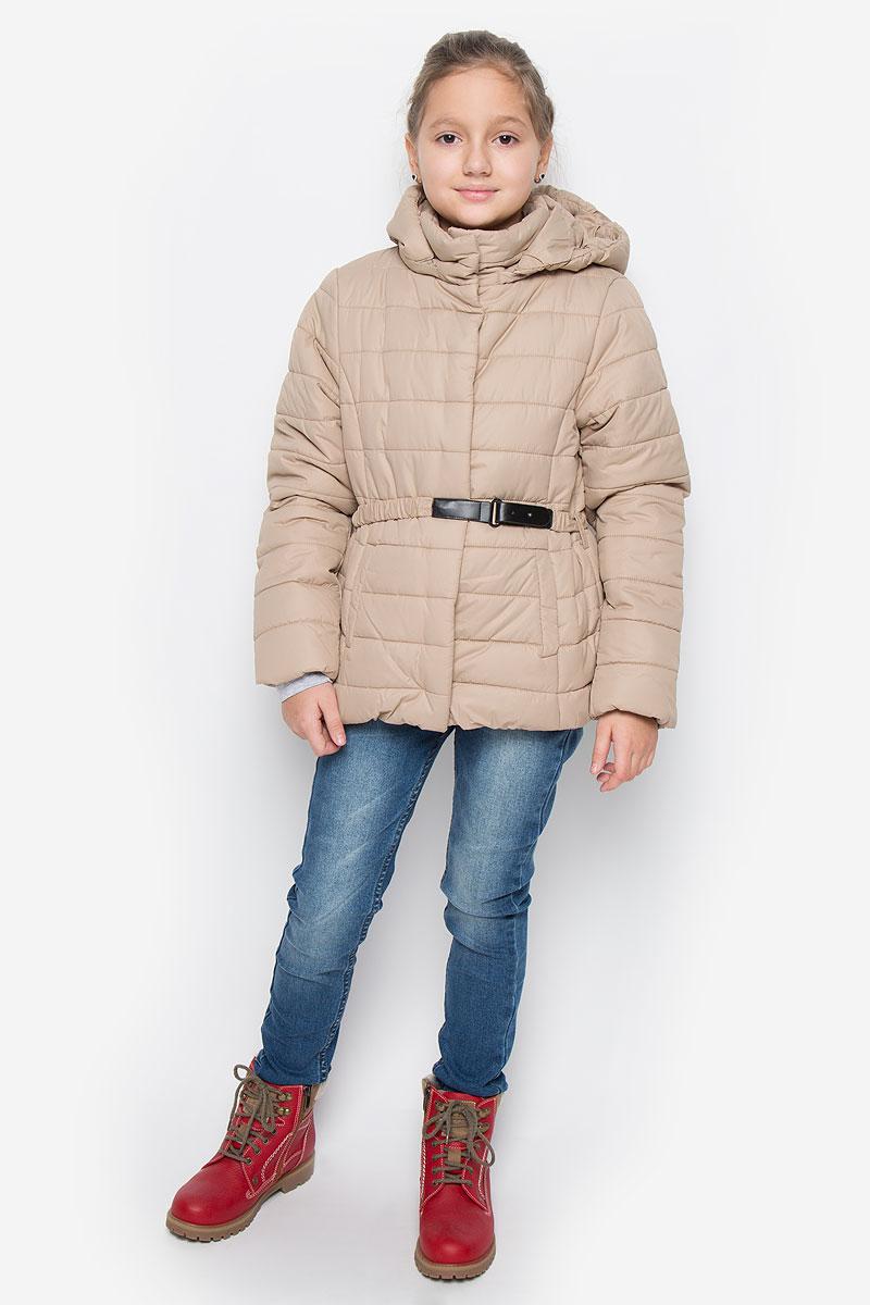 Куртка для девочки Sela, цвет: темно-бежевый. Cp-626/630-6312. Размер 140, 10 летCp-626/630-6312Модная куртка Sela выполнена из 100% полиэстера. В качестве утеплителя используется 100% полиэстер. Модель с воротником-стойкой и съемным капюшоном застегивается на кнопки по всей длине. Капюшон пристегивается к куртке с помощью застежки-молнии. Края капюшона присборены на резинку. Спереди куртка дополнена двумя прорезными карманами на кнопках. Манжеты рукавов оснащены трикотажными напульсниками. Нижняя часть модели присборена на эластичную резинку. Куртка дополнена эластичным ремешком на талии.