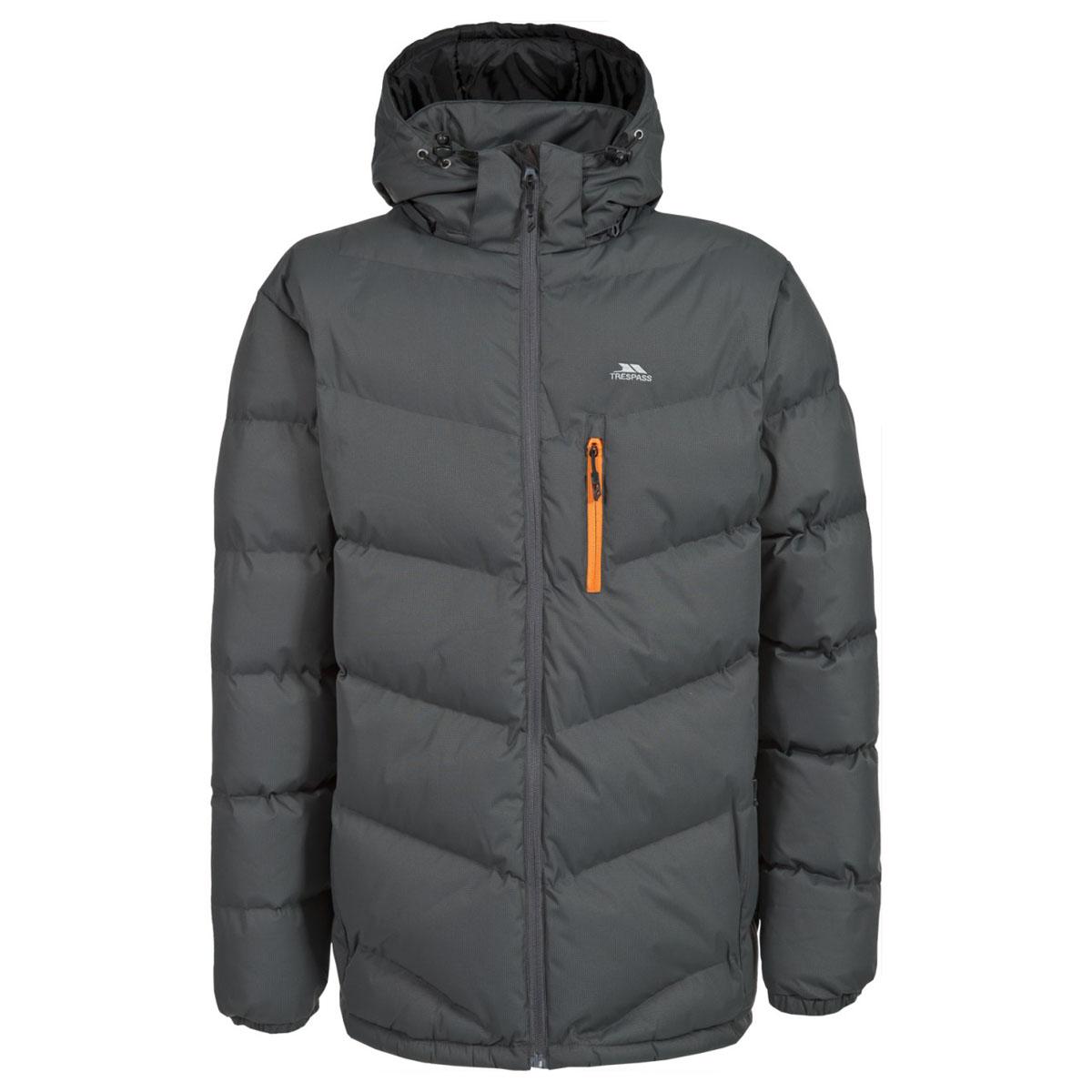 Куртка мужская Trespass Blustery, цвет: серо-зеленый. MAJKCAK20004. Размер L (52)MAJKCAK20004Мужская куртка Trespass Blustery выполнена из 100% полиэстера и застегивается на застежку-молнию. Утеплитель ColdHeat 360 г/м2 (синтетический, микроволоконный с функцией быстрого отвода влаги и высоким уровнем теплозащиты и износостойкости). Каждый простроченный шов от иглы оставляет сотни отверстий, через которые влага может проникать внутрь куртки. Применение технологии Taped Seams - обработка швов термо-пластичесткой лентой под высоким давлением - запечатывает швы, тем самым препятствуя проникновению влаги внутрь куртки, дополнительно обеспечивая вашему телу сухость и комфорт. Материал верха защищает от влаги (влагозащита - 5 000мм) и имеет дополнительное усиление от разрыва. Утепленный регулируемый капюшон. Прекрасно подойдет как для города, так и для отдыха на природе.