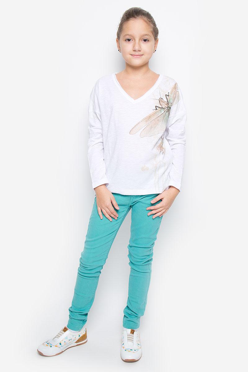 Футболка с длинным рукавом для девочки Gulliver Цикада, цвет: белый, бежевый. 11609GTC1204. Размер 146, 10-11 лет11609GTC1204Модная футболка с длинным рукавом для девочки Gulliver Цикада станет отличным дополнением к детскому гардеробу. Модель выполнена из натурального хлопка, очень мягкая и приятная на ощупь, не сковывает движения и позволяет коже дышать, обеспечивая наибольший комфорт. Футболка свободного кроя с V-образным вырезом горловины, спущенным плечом и длинными рукавами-кимоно оформлена оригинальным принтом и надписью. Вырез горловины дополнен трехслойной окантовкой с необработанными краями. Рукава имеют декоративные отвороты, спинка изделия удлинена. Сзади расположена небольшая нашивка с названием бренда. Дизайн и расцветка делают эту футболку стильным предметом детской одежды, она прекрасно дополнит любые шорты, брюки, юбку, создав отличный современный образ.
