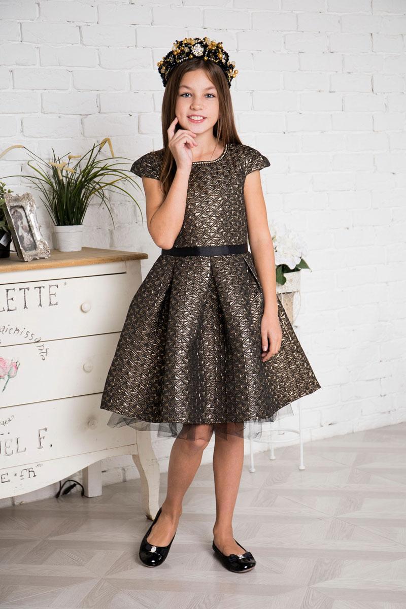 Платье для девочки Sweet Berry, цвет: золотистый, черный. 215807. Размер 152215807Платье для девочки Sweet Berry выполнено из высококачественного комбинированного материала и дополнено подкладкой из натурального хлопка. Модель с круглым вырезом горловины и рукавами-крылышками сзади застегивается на потайную застежку-молнию. Юбка изделия снизу дополнена сетчатым материалом.