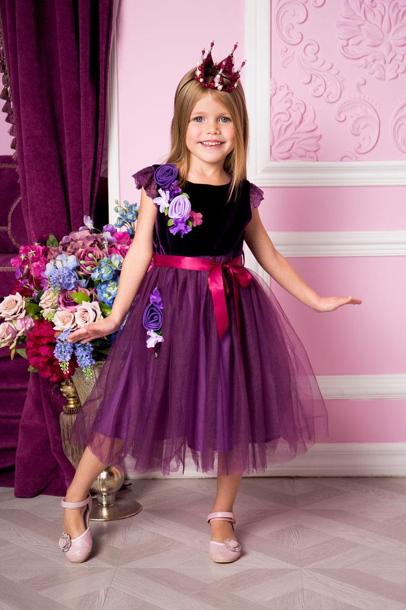 Платье для девочки Sweet Berry, цвет: сливово-сиреневый. 215900. Размер 104215900Платье для девочки Sweet Berry выполнено из высококачественного комбинированного материала и дополнено подкладкой из натурального хлопка. Модель с круглым вырезом горловины и рукавами-крылышками оформлено декоративными текстильными цветами. Сзади застегивается на потайную застежку-молнию. Юбка изделия оформлена сетчатым материалом. Линию талии подчеркивает текстильный поясок.
