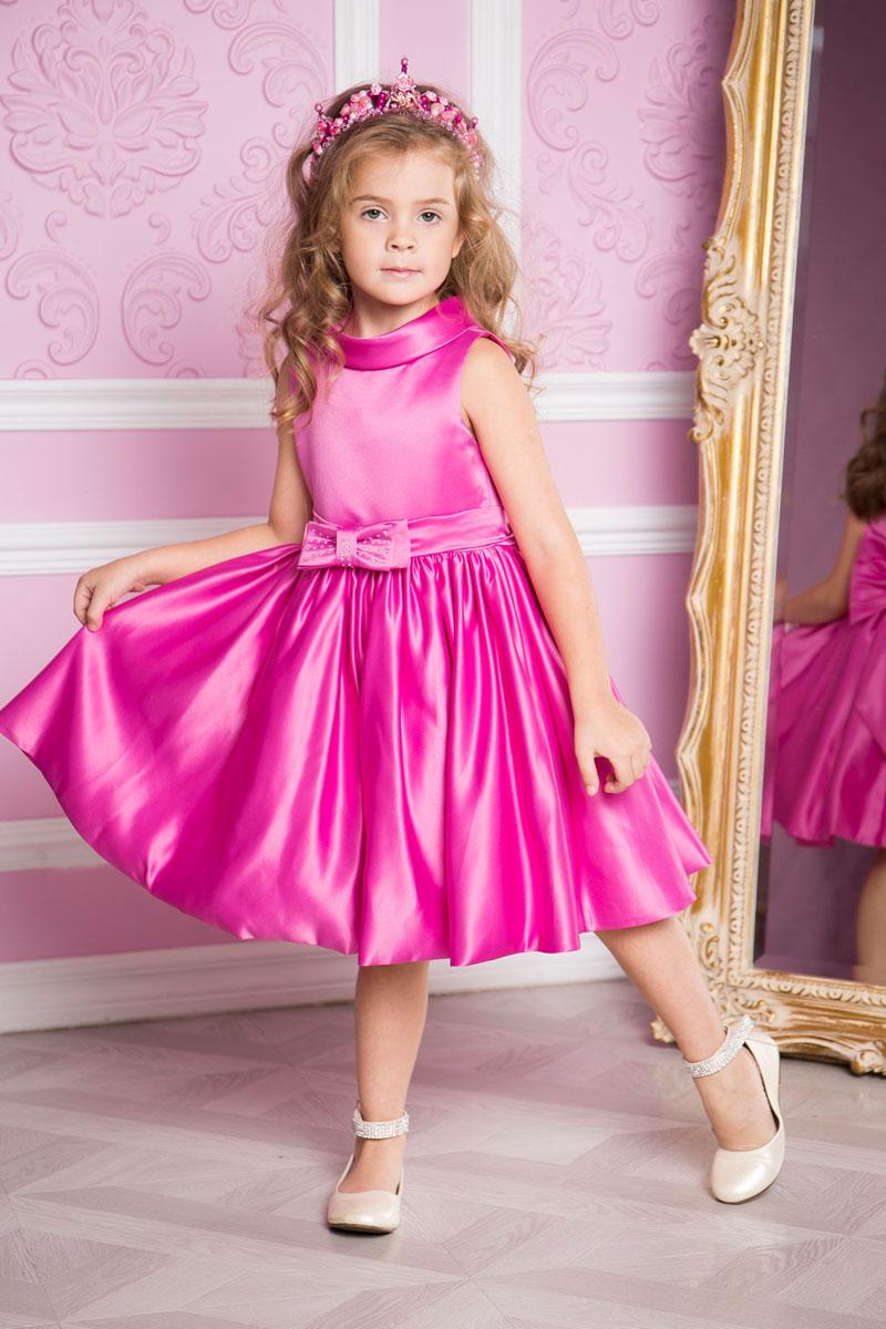 Платье для девочки Sweet Berry, цвет: розово-лиловый. 215908. Размер 122215908Платье для девочки Sweet Berry выполнено из высококачественного атласного материала и дополнено подкладкой из натурального хлопка. Модель сзади застегивается на потайную застежку-молнию. Сзади платье оформлено большим текстильным бантом, а также спереди небольшим бантом украшенным стразами.
