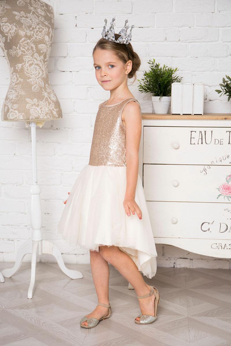 Платье для девочки Sweet Berry, цвет: шампань. 215916. Размер 98215916Нарядное платье Sweet Berry для девочки без рукавов и с круглым вырезом горловины. Верх модели расшит пайетками. Удлиненная задняя часть создает эффект шлейфа. Застегивается на потайную молнию на спинке.