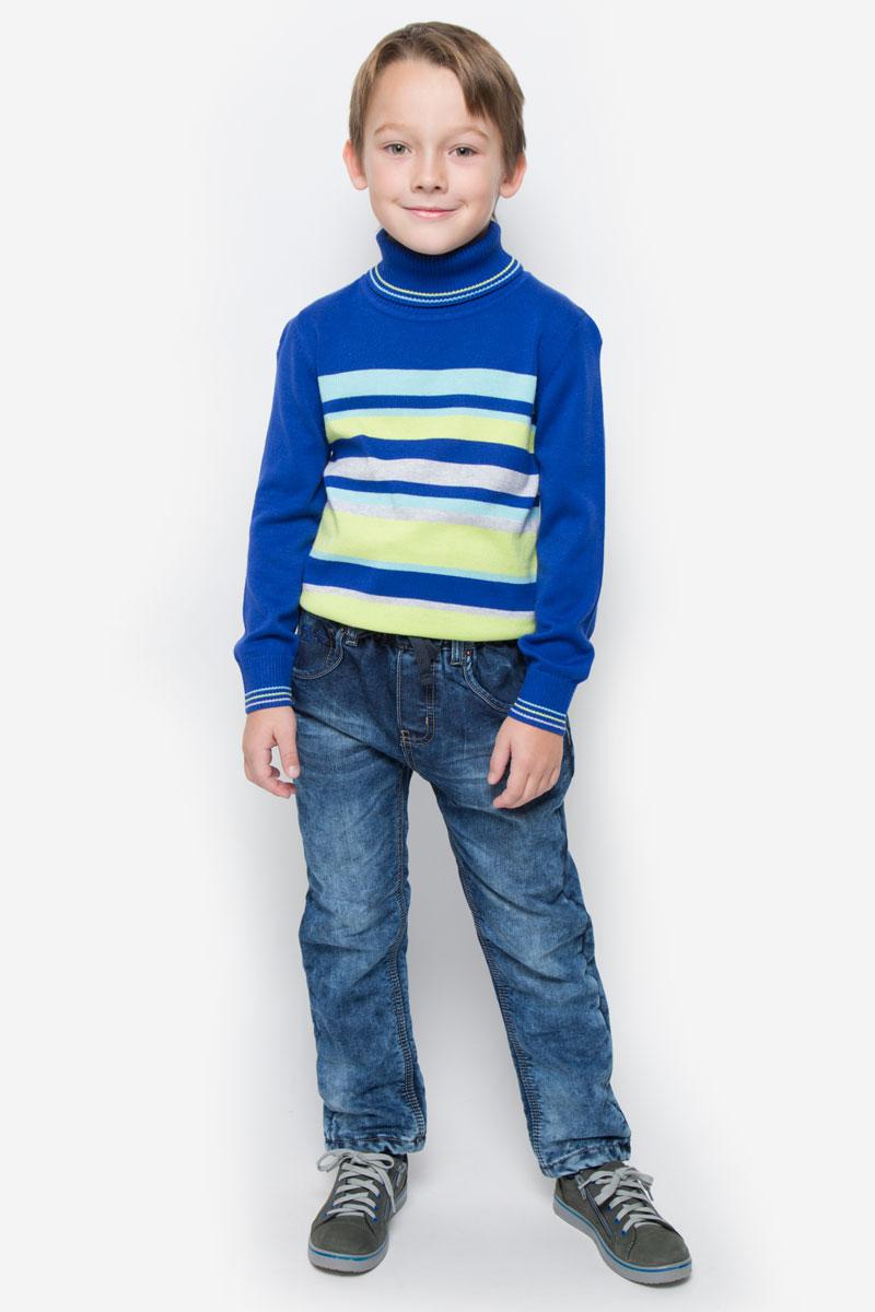 Джинсы для мальчика Sweet Berry, цвет: темно-синий, голубой. 206366. Размер 104, 4 года206366Стильные утепленные джинсы Sweet Berry станут отличным дополнением к гардеробу вашего мальчика. Изготовленные из натурального хлопка, они необычайно мягкие и приятные на ощупь, не сковывают движения и позволяют коже дышать, не раздражают даже самую нежную и чувствительную кожу ребенка. Мягкая флисовая подкладка обеспечит тепло и комфорт. Джинсы прямого кроя имеют эластичный пояс, дополненный шнурком. На поясе предусмотрены шлевки для ремня. Джинсы имеют классический пятикарманный крой: спереди модель оформлена двумя втачными карманами и одним маленьким накладным кармашком, а сзади - двумя накладными карманами. Модель оформлена контрастной прострочкой, перманентными складками и эффектом потертости. Спереди модель дополнена имитацией ширинки.