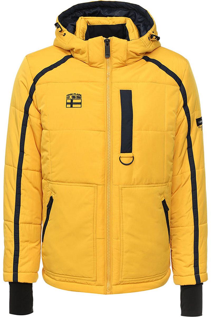 Куртка мужская Finn Flare, цвет: желтый. W16-22013_406. Размер M (48)W16-22013_406Стильная мужская куртка Finn Flare превосходно подойдет для прохладных дней. Куртка выполнена из высококачественного материала с подкладкой и утеплителем из полиэстера. Модель с длинными рукавами и съемным капюшоном застегивается на застежку-молнию. Капюшон на стопперах, а макушка дополнена утягивающим хлястиком. Спереди изделие дополнено двумя карманами на застежке-молнии, на груди один прорезной карман на молнии. На внутренней стороне куртка оформлена одним прорезным карманом на молнии и двумя накладными карманами на липучке и пуговице. Рукава модели дополнены эластичными манжетами, с отверстием для большого пальца. Оформлена модель на груди вышивкой с названием бренда.