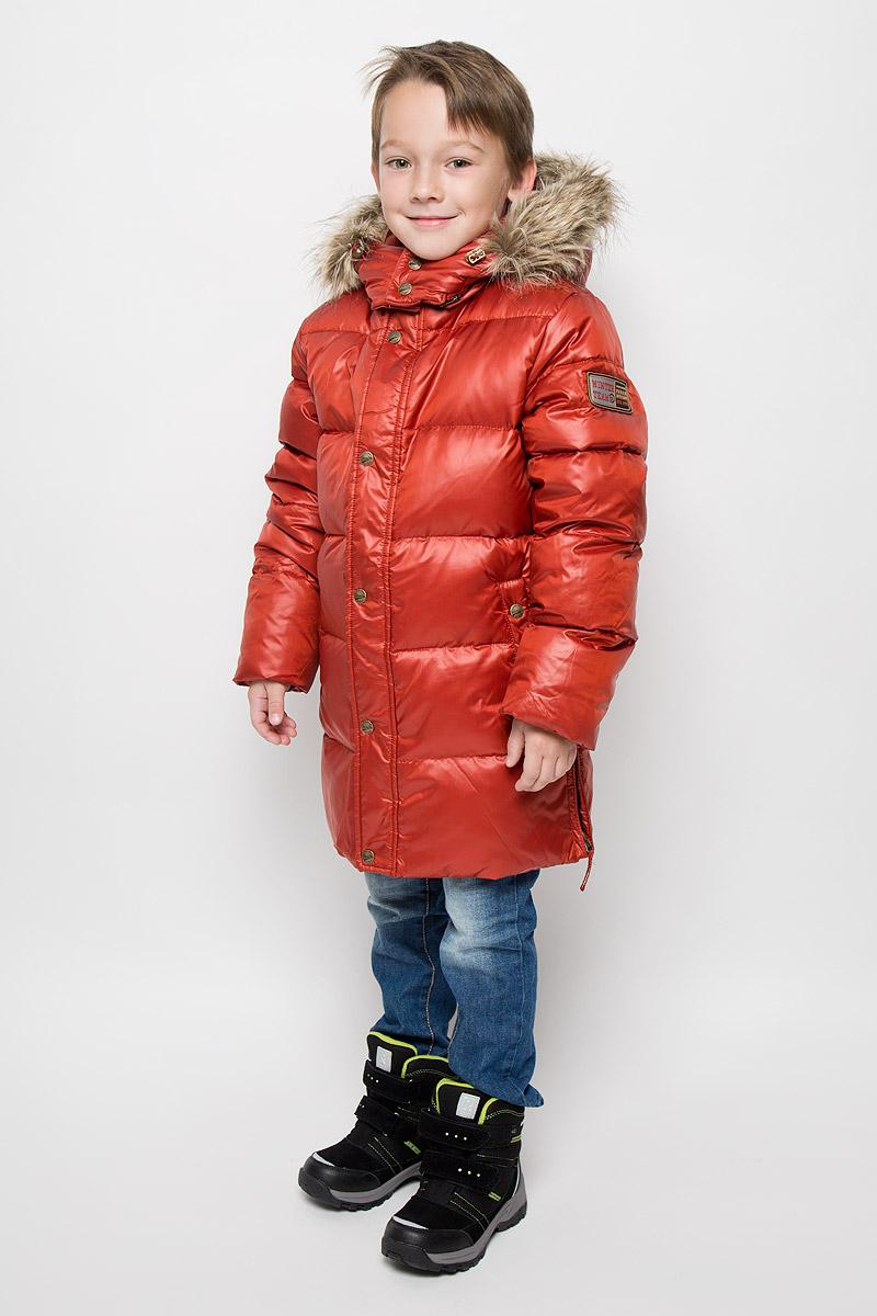 Куртка для мальчика Sela, цвет: терракотовый. Cd-826/107-6343. Размер 152, 12 летCd-826/107-6343Модная куртка Sela согреет вашего мальчика в холодное время года. Куртка изготовлена из 100% полиэстера. В качестве утеплителя используется пух с добавлением пера. Куртка с воротником-стойкой и съемным капюшоном застегивается на застежку-молнию и дополнительно на ветрозащитный клапан с кнопками. Капюшон, оформленный съемным искусственным мехом, крепится к куртке с помощью застежки-молнии. Изделие дополнено спереди двумя прорезными карманами на кнопках, с внутренней стороны - прорезным открытым карманом. Манжеты рукавов дополнены трикотажными напульсниками, которые защитят от проникновения ветра и снега. Нижняя часть модели по боковым швам дополнена застежками-молниями.