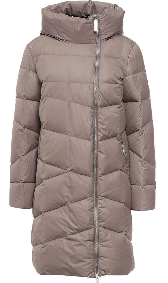 Пальто женское Finn Flare, цвет: светло-коричневый. W16-11026_623. Размер S (44)W16-11026_623Женское пальто Finn Flare выполнено из 100% полиэстера. В качестве утеплителя используются пух и перо. Модель с несъемным капюшоном застегивается на застежку-молнию с внутренней ветрозащитной планкой. Спереди расположены два прорезных кармана с застежками-молниями. Пальто на рукаве украшено фирменной металлической пластиной.