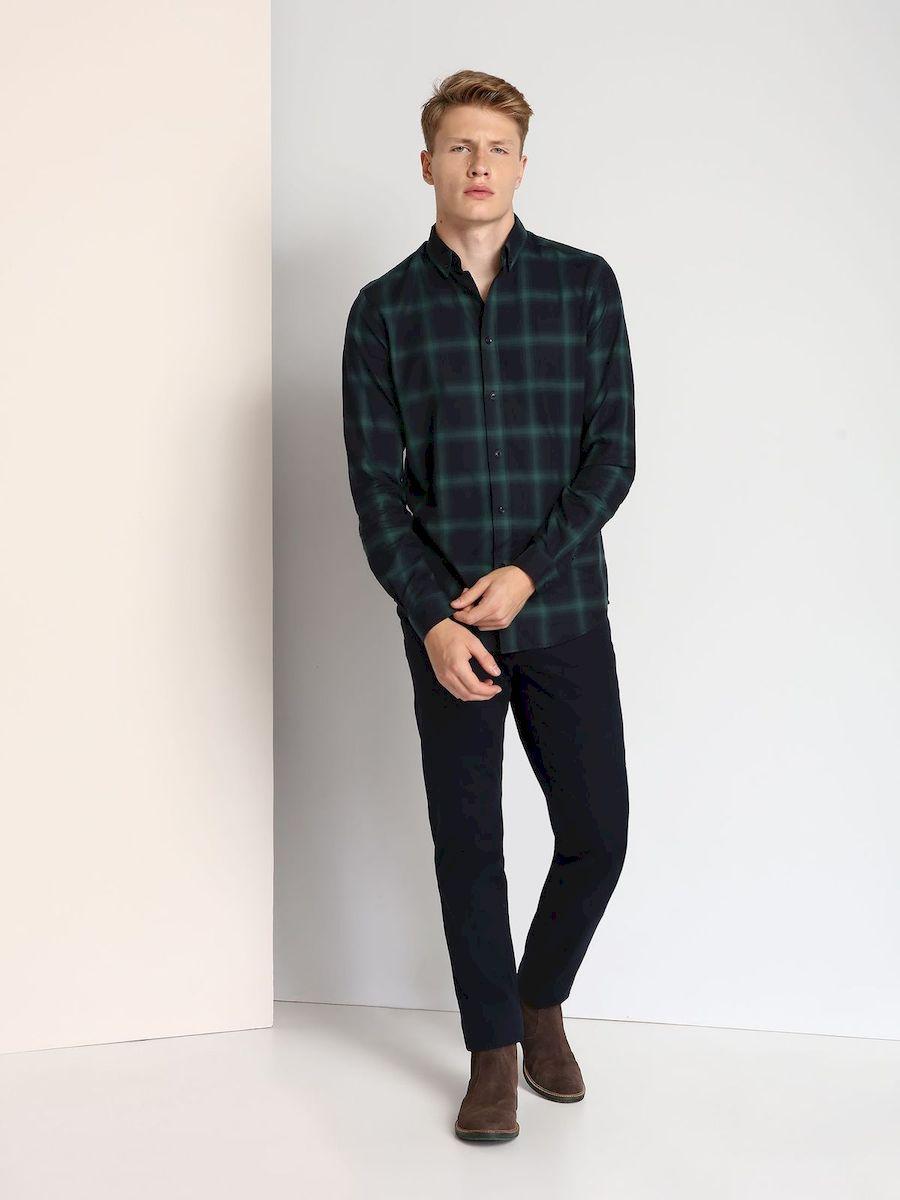 Рубашка мужская Top Secret, цвет: зеленый, темно-синий. SKL2140ZI. Размер 44/45 (52)SKL2140ZIСтильная мужская рубашка Top Secret, выполненная из 100% хлопка, подчеркнет ваш уникальный стиль и поможет создать оригинальный образ.Рубашка с длинными рукавами и отложным воротником застегивается на пуговицы спереди. Рукава рубашки дополнены манжетами, которые также застегиваются на пуговицы. Модель выполнена стильным принтом в клетку.