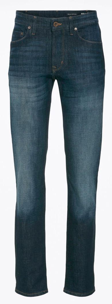 Джинсы мужские Marc OPolo, цвет: темно-синий. 917012030/035. Размер 32-34 (48/50-34)917012030/035Мужские джинсы Marc OPolo выполнено из эластичного хлопка с добавлением полиэстера. Ткань мягкая и тактильно приятная, не стесняет движений, хорошо пропускает воздух.Джинсы прямого кроя застегиваются на пуговицу и имеют ширинку на застежке-молнии. На поясе предусмотрены шлевки для ремня. Спереди джинсы дополнены двумя втачными карманами и одним накладным, сзади - двумя накладными карманами. Оформлено изделие имитацией состаривания денима и перманентными складками.