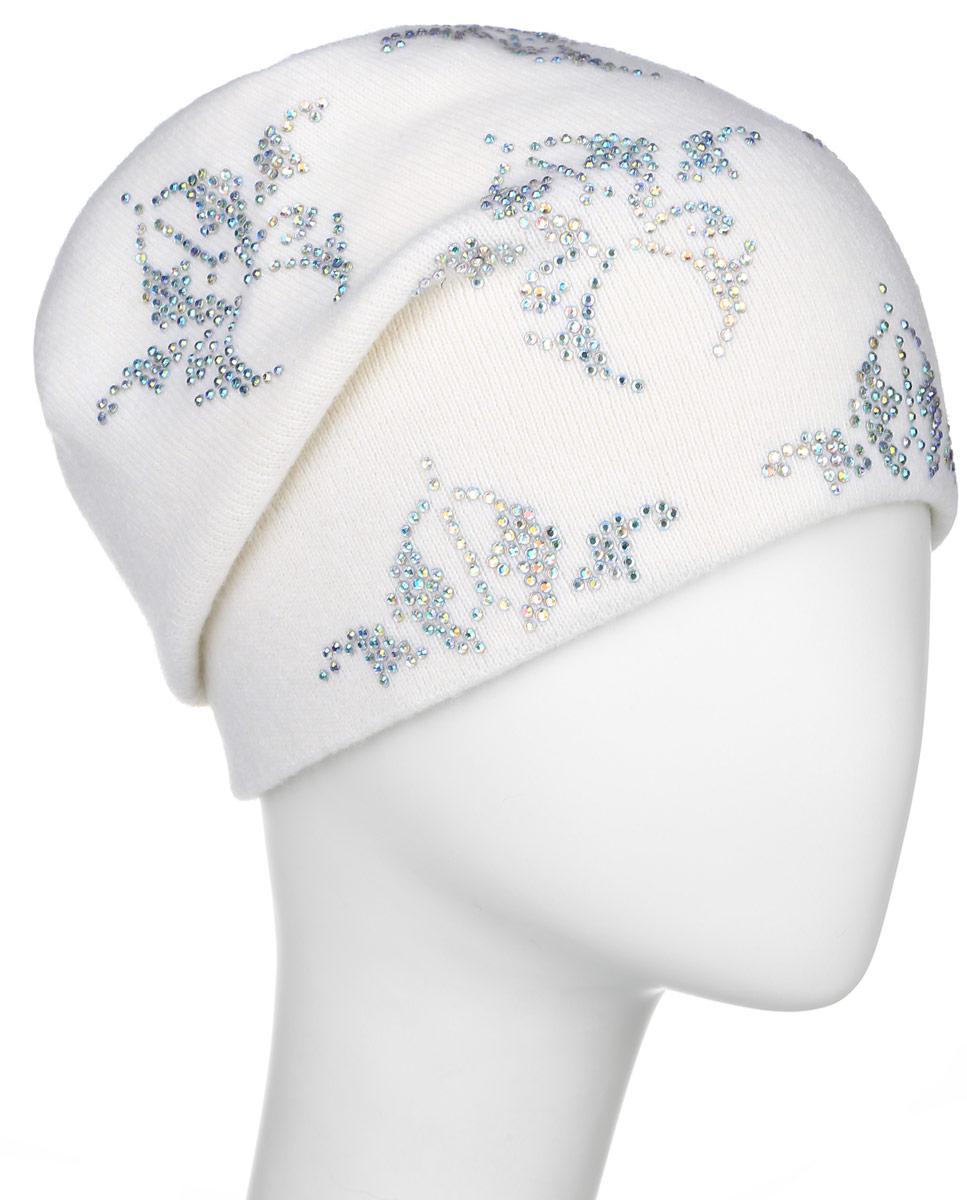 Шапка женская Finn Flare, цвет: белый. W16-11130_201. Размер 56W16-11130_201Стильная женская шапка Finn Flare дополнит ваш наряд и не позволит вам замерзнуть в холодное время года. Шапка выполнена из высококачественной пряжи, что позволяет ей великолепно сохранять тепло и обеспечивает высокую эластичность и удобство посадки.Модель оформлена брендовой металлической пластиной и узорами из стразов.