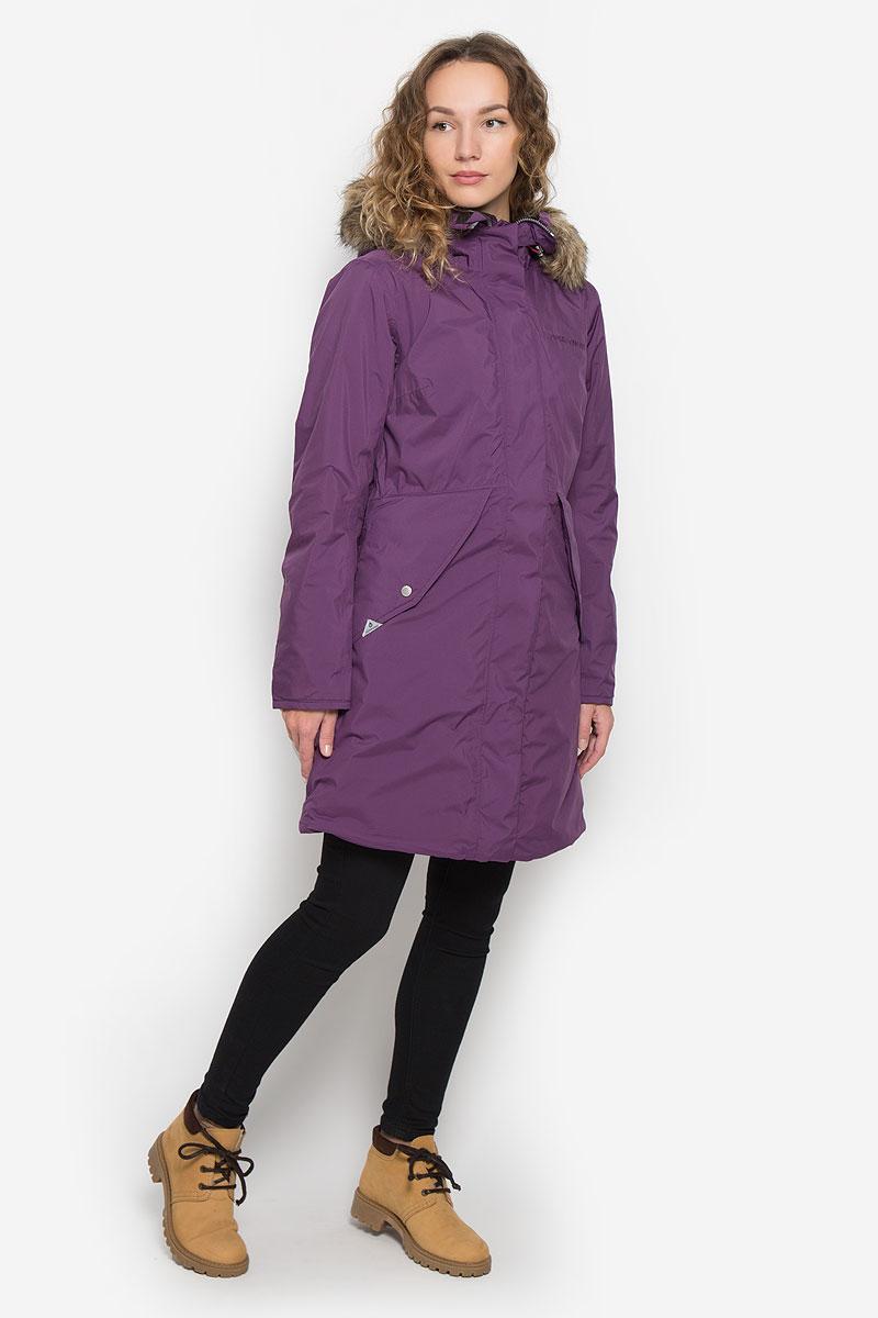 Пальто женское Didriksons1913 Vibrant, цвет: фиолетовый. 501230_472. Размер 38 (46)501230_472Женское пальто Didriksons1913 Vibrant с длинными рукавами и несъемным капюшоном выполнено из непромокаемой и непродуваемой мембранной ткани. Наполнитель - синтепон. Капюшон украшен съемным мехом на кнопках и дополнен втачным шнурком-кулиской со стопперами.Пальто застегивается на застежку-молнию спереди, оснащено ветрозащитным клапаном на кнопках. Изделие дополнено двумя втачными карманами с клапанами на кнопках спереди, втачным карманом на застежке-молнии с отверстием для наушников под ветрозащитным клапаном, а также внутренним накладным карманом и накладным карманом-сеткой. Рукава дополнены внутренними трикотажными манжетами. Объем низа и талии изделия регулируется при помощи шнурков-кулисок со стопперами.