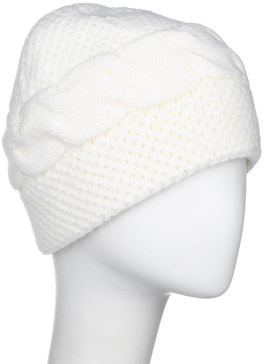 Шапка женская Finn Flare, цвет: молочный. W16-11132_711. Размер 56W16-11132_711Стильная женская шапка Finn Flare дополнит ваш наряд и не позволит вам замерзнуть в холодное время года. Шапка выполнена из высококачественной пряжи, что позволяет ей великолепно сохранять тепло и обеспечивает высокую эластичность и удобство посадки.Модель оформлена брендовой металлической пластиной.