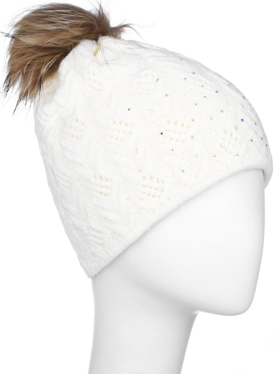 Шапка женская Finn Flare, цвет: белый. W16-11119_201. Размер 56W16-11119_201Стильная женская шапка Finn Flare дополнит ваш наряд и не позволит вам замерзнуть в холодное время года. Шапка выполнена из высококачественной пряжи, что позволяет ей великолепно сохранять тепло и обеспечивает высокую эластичность и удобство посадки.Модель оформлена брендовой металлической пластиной, стразами и дополнена помпоном из натурального меха.