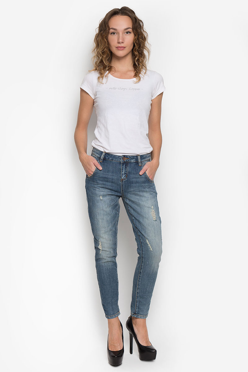 Джинсы женские Broadway, цвет: синий деним. 10190. Размер 29-32 (46/48-32)10190_538Стильные женские джинсы Broadway созданы специально для того, чтобы подчеркивать достоинства вашей фигуры. Модель со стандартной посадкой станет отличным дополнением к вашему современному образу.Джинсы-бойфренды застегиваются на металлическую пуговицу, имеют ширинку и шлевки для ремня. Спереди модель дополнена двумя втачными карманами и небольшим секретным кармашком, а сзади - двумя накладными карманами. Джинсы оформлены эффектом потертости, перманентными складками.Эти модные и в тоже время комфортные джинсы послужат отличным дополнением к вашему гардеробу.