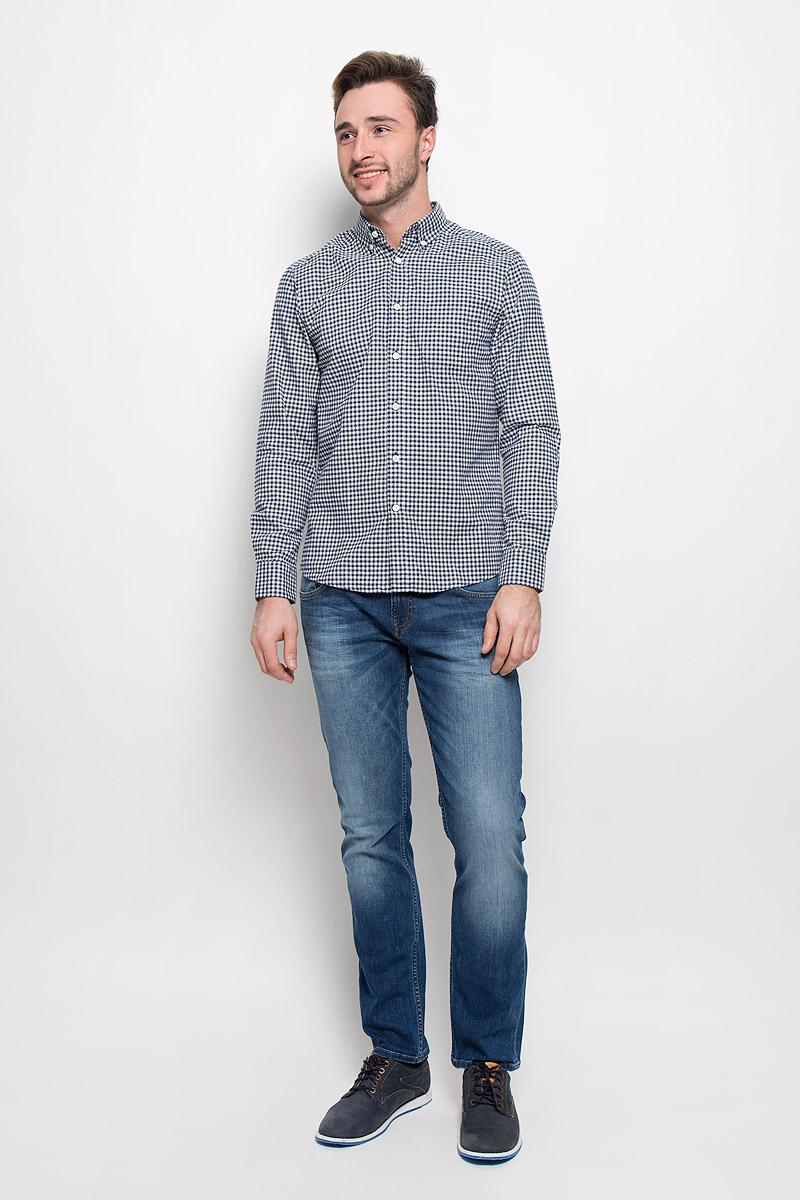 Рубашка мужская Mexx, цвет: синий, белый. MX3023496_MN_SHG_008. Размер L (52)MX3023496_MN_SHG_008_403Хлопковая рубашка Mexx идеально подойдет для стильных и уверенных в себе мужчин. Материал изделия тактильно приятный, позволяет коже дышать, не стесняет движений, обеспечивая комфорт при носке.Рубашка с отложным воротником и длинными рукавами застегивается на пуговицы. Манжеты на рукавах также имеют застежки-пуговицы. Рубашка оформлена принтом в клетку. Воротник фиксируется пуговицами.