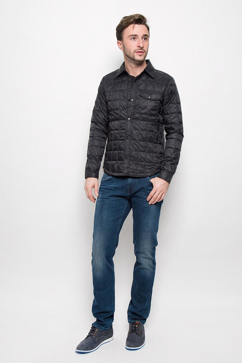 Куртка мужская Mexx, цвет: черный. MX3024692_MN_JCK_008. Размер M (50)MX3024692_MN_JCK_008_001Мужская стеганая куртка выполнена из полиамида с утеплителем их пуха и пера. Модель с отложным воротником застегивается кнопки. Спереди куртка дополнена двумя прорезными карманами, на груди одним накладным карманом с клапаном на кнопке и двумя карманами с внутренней стороны.