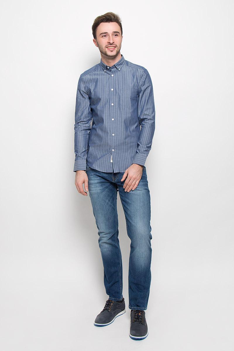 Рубашка мужская Mexx, цвет: серо-голубой. MX3023498_MN_SHG_008. Размер XL (54)MX3023498_MN_SHG_008Хлопковая рубашка Mexx идеально подойдет для стильных и уверенных в себе мужчин. Материал изделия тактильно приятный, позволяет коже дышать, не стесняет движений, обеспечивая комфорт при носке.Рубашка с отложным воротником и длинными рукавами застегивается на пуговицы. Модель имеет слегка приталенный силуэт. Манжеты на рукавах также имеют застежки-пуговицы. На груди рубашка дополнена накладным кармашком.