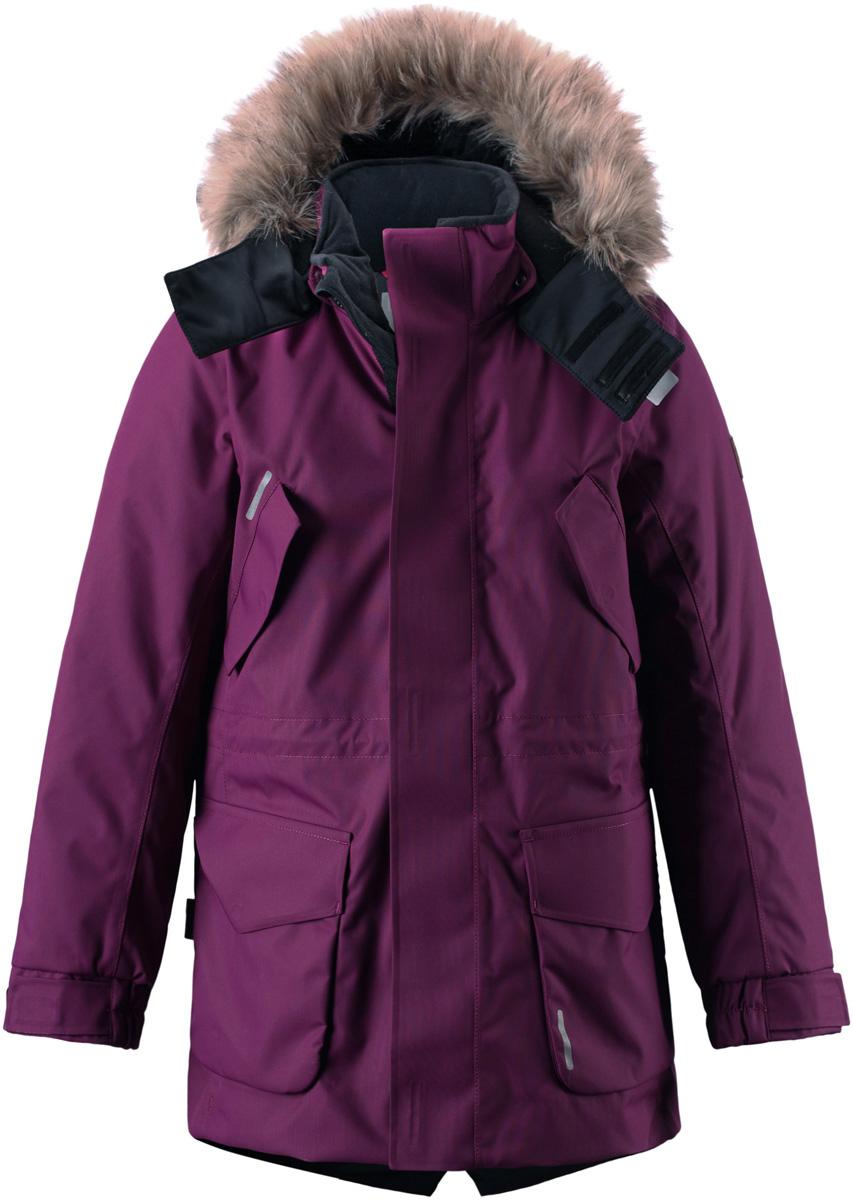 Куртка детская Reima Reimatec Naapuri, цвет: сливовый. 531233-4900. Размер 104531233_4900Классическая детская куртка парка Reima Reimatec Naapuri со средней степенью утепления подходит для прогулок в любую погоду. Куртка изготовлена из водо- и ветронепроницаемого материала, который пропускает воздух, но отталкивает воду и грязь. В качестве утеплителя используется полиэстер. Все швы проклеены и водонепроницаемы, чтобы ребенок смог получить удовольствие от прогулок, несмотря на погоду. Удлиненная куртка с воротником-стойкой и съемным капюшоном застегивается на пластиковую молнию с защитой подбородка. Модель оснащена двумя ветрозащитными планками. Внешняя планка имеет застежки-липучки. Капюшон, декорированный съемной опушкой из искусственного меха, пристегивается к куртке при помощи кнопок и дополнительно имеет клапан под подбородком с застежкой-липучкой. Капюшон снабжен хлястиком с застежкой-липучкой для регулировки объема. На капюшоне и воротнике предусмотрена мягкая подкладка для большего комфорта. Куртку прямого кроя можно регулировать по фигуре на талии при помощи эластичного шнурка со стопперами. Эластичные манжеты рукавов дополнены хлястиками на липучках для регулировки объема. На груди расположены два удобных прорезных кармана с клапанами на липучках, в нижней части изделия - два больших накладных кармана с клапанами на липучках. Куртка имеет с внутренней стороны прорезной карман на застежке-молнии. На рукаве модель украшена фирменной нашивкой.Куртка дополнена светоотражающими элементами для безопасности ребенка в темное время суток.Теплая, удобная и практичная куртка идеально подойдет для прогулок и игр на свежем воздухе! Стильная модель великолепно выглядит на прогулке, в школе или на активном отдыхе!Температурный режим от 0°С до -20°С.Водонепроницаемая мембрана свыше 15 000 mm.