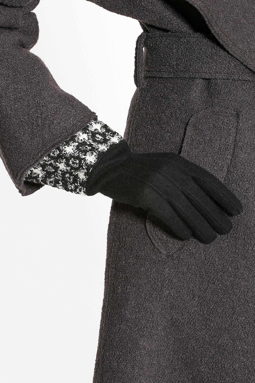 Перчатки женские Moltini, цвет: черный. 95017-12B. Размер 7/7,595017-12BСтильные женские перчатки Moltini изготовленные из высококачественных материалов, станут идеальным вариантом для прохладной погоды. Они хорошо сохраняют тепло, мягкие, идеально сидят на руке и отлично тянутся. Перчатки оформлены укрепленным манжетом, который оформлен контрастным принтом.